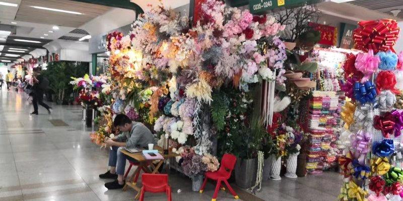 Искусственные цветы на оптовом рынке в Иу